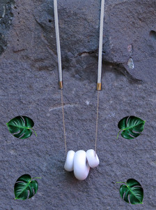 CATERPILLAR NECKLACE - PLAIN ON FROST